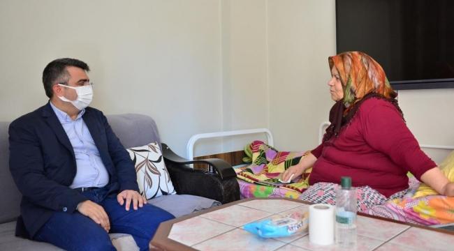 Başkan Yılmaz'dan Münevver Teyze'ye bayram ziyareti