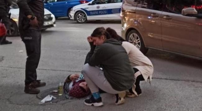 Kaza geçiren annesinin başında gözyaşı döktü